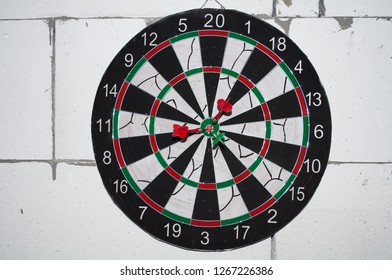 darts. hit in the center