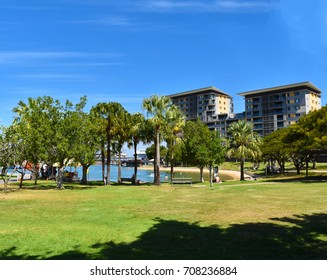 Darwin, Australia. 1 september 2017. The Darwin waterfront is a popular place for restaurants, shops, water sports, and cruise ships in the capital city of the Northern Territory of Australia.