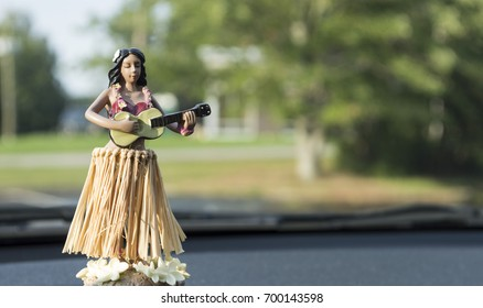 Dashboard Hula girl Close up