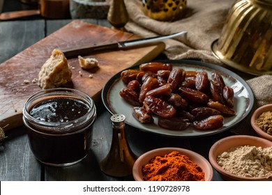 Dates and tamarind chutney
