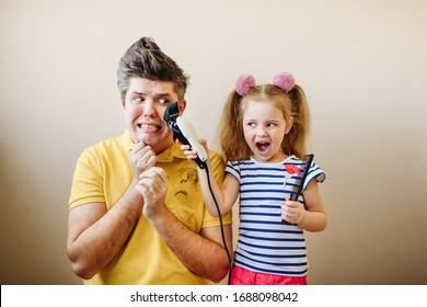Daughter makes dad a new hairstyle and have fun