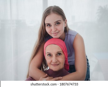 The daughter visited and encouraged her mother, a cancer patient, to the hospital.