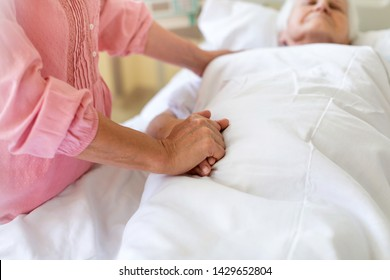 Daughter visiting her senior mother in hospital