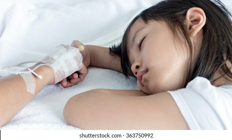 Daughters encouraging to mother treated with saline.