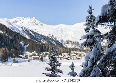 Davoser see (Lake Davos) at Davos during winter, Switzerland, EU