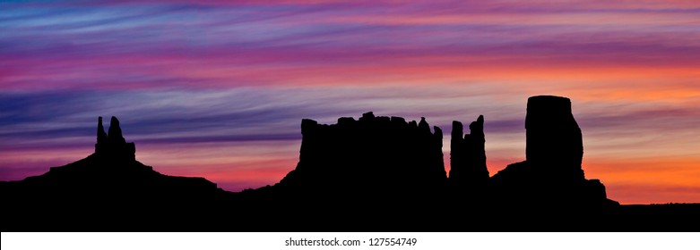 Dawn at Monument Valley, Arizona / Utah border