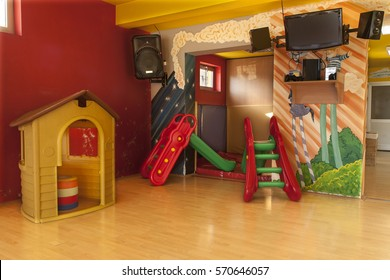 A day care center for children with mottled walls and lots of toys