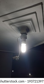 Day and night sensor photocell lamp holder
