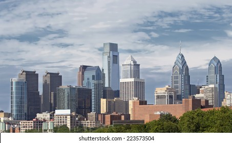 Daytime shot of the Philadelphia skyline.
