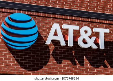 Dayton - Circa April 2018: AT&T Mobility Wireless Retail Store. AT&T now offers IPTV, VoIP, Cell Phones and DirecTV XIII