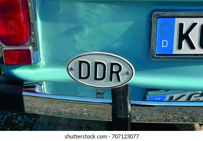DDR-shield on the rear bumper of an old blue car