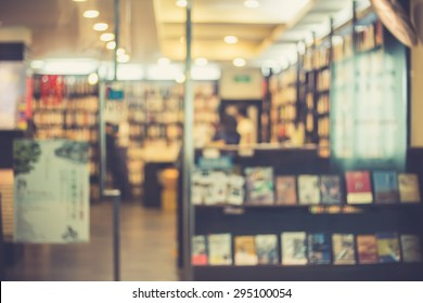 De focused/Blur image of a bookstore. Bookstore background.