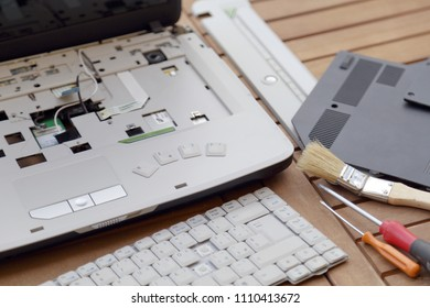 Dead laptop under repair