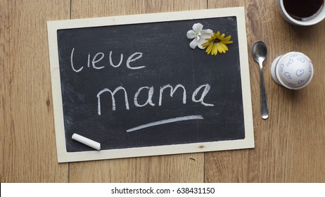 Dear Mother written in Dutch on a chalkboard