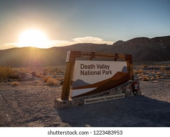 Death Valley, Mojave Desert road, California, USA: The hottest place on Earth