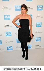 Debra Messing at the USA Today Hollywood Hero Gala honoring Ashley Judd,  Montage Hotel, Beverly Hills, CA.  11-10-09