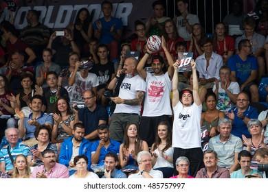 DEBRECEN - SEPTEMBER 8 : FIBA 3X3 Basketball World Tour Masters - Crowd on streetball in the center square september 8,  2016 Debrecen Hungariya