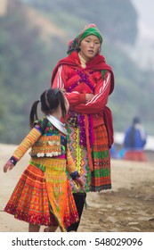 Dec 29, 2016: H'mong children in Son La, Vietnam. In time Hmong New Year at the end of the Lunar year, they often wear the most beautiful costumes, the most brilliant, from young children to adults.