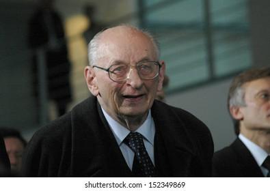 DECEMBER 11, 2007 - BERLIN: former polish Foreign Minister Wladyslaw Bartoszewski  in the Chanclery in Berlin.