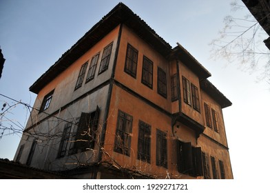 December 15, 2015 Famous for its Safranli delight and historical houses, Safranbolu is a historical and touristic district of Karabük province.