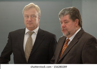 DECEMBER 16, 2004 - BERLIN: Ole von Beust, Kurt Beck at a meeting of the German government in the Chanclery in Berlin.