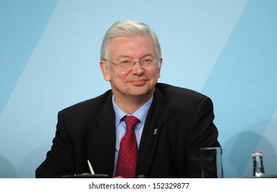 DECEMBER 19, 2007 - BERLIN: Roland Koch during a press conference in the Chanclery in Berlin.