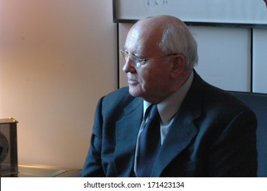 DECEMBER 20, 2004 - BERLIN: the former leader of the Soviet Union, Michail Gorbachev (Michail Gorbatschow) in the City Hall of Berlin.
