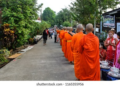 December 9, 2017 The morning lap of the Mon people in Sangklaburi, Kanchanaburi, Thailand, by the villagers will wait for the monks alms in the morning of every day. The culture of the people here.
