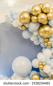 decor with balloons of blue , white and gold collars