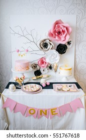 decor in shades of pink with flowers for a spring birthday party