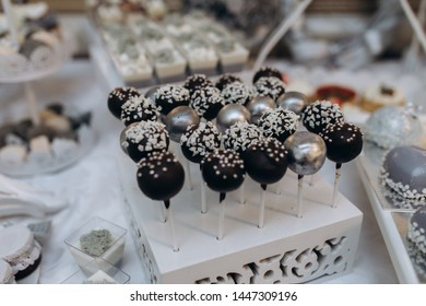 Decorated cakepops of festive candy bar