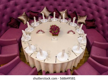 Decorated with a round table with purple armchairs