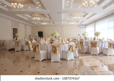 Decorated wedding banquet hall in classic style. Restaurant interior for banquet, wedding deco. restaurant in Stavropol in Mezzanine hotel on Dostoevsky street 123, August 10, 2018