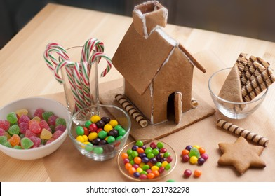 Decorating a Christmas Gingerbread House