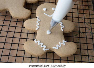 Decorating gingerbread men for Christmas