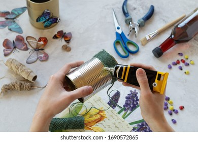 Decorating tin cans with decoupage napkins, jute rope and using various decor elements. Do it yourself. Step by step. Step 2. Applying glue to the jar. There is no waste. Other uses of packaging..