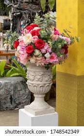 Decoration artificial plastic flowers bouquet in big vase
