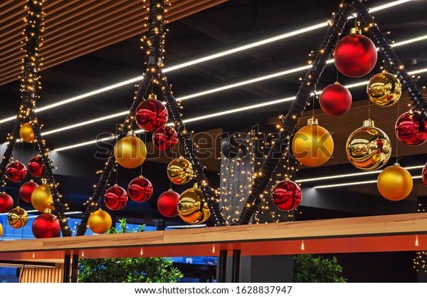 decoration-christmas-balls-hang-catering