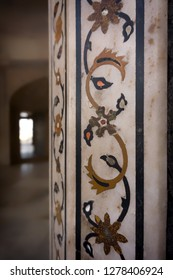 Decoration in marble prison in Red Fort, Agra, India.