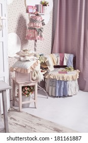 decoration of the room in pink and white