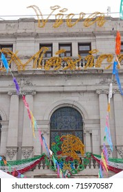 "Decoration and writing ""Viva Mexico!"" on the Chihuahua city hall for the celebration of September 16, Mexican Independence Day"