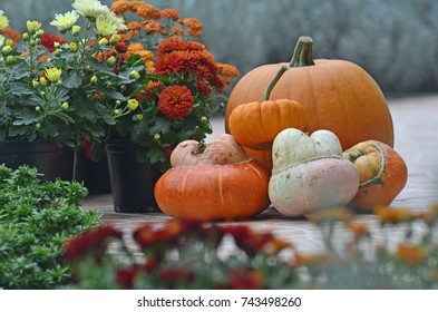 Decorative balcon, jack/pumpkin lantern and mums