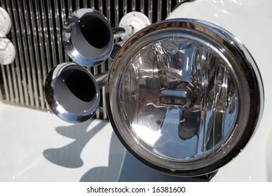 Decorative element on the car