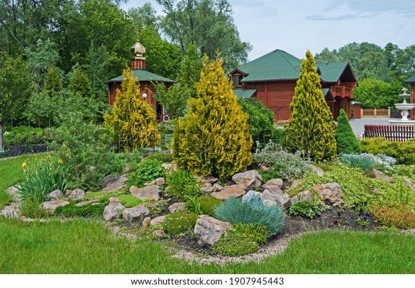 decorative-flower-bed-courtyard-church-6
