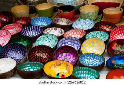 Decorative Vietnamese coconut bowls