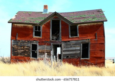 Decrepit abandoned house building in South Dakota