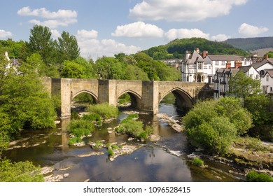 The Dee bridge in Llangollen one of the Seven Wonders of Wales built in 16th century it is the main crossing point over the River Dee or Afon Dyfrdwy in Welsh