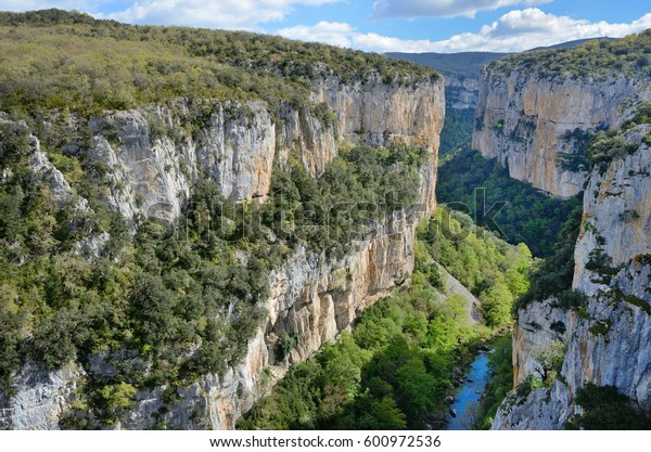 The deep fluvial gorge of Arbayun was created by the river Salazar in the foothills of the Sierra de Leire.