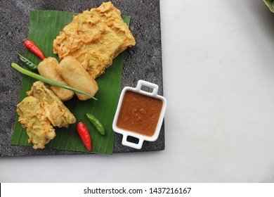 """""""Gorengan"""" is a deep fried snack from Indonesia. This one we have """"Mendoan"""" and """"Risoles"""" with the dipping sauce"""
