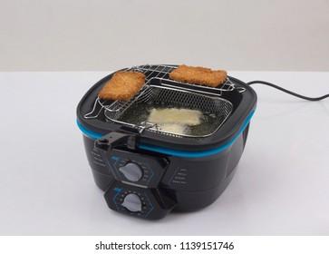 Deep fryer machine with fried fish